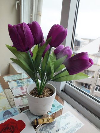 Tulip Guesthouse : Breakfast Table