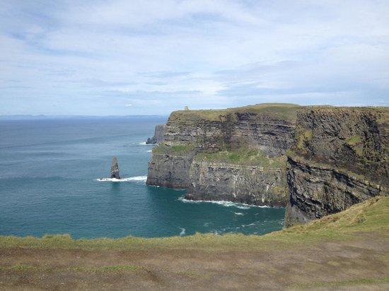Doolin Inn & Hostel: Cliffs of Moher near doolin