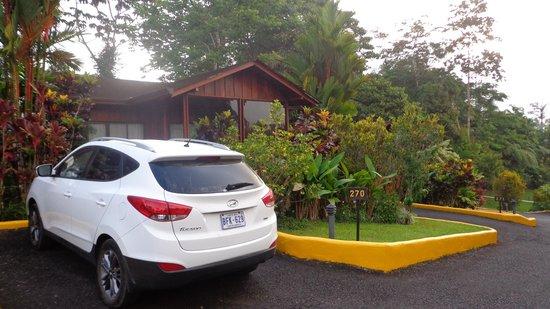 Arenal Paraiso Hotel Resort & Spa: Frente de la cabaña