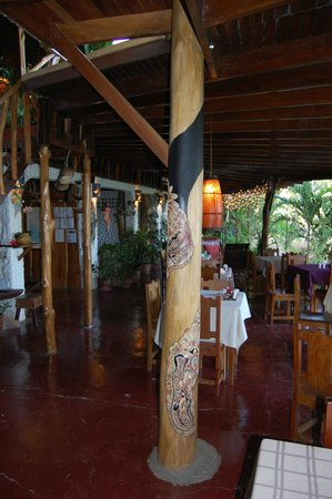 Hotel Amor de Mar : Painted column dining area