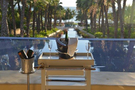 The St. Regis Punta Mita Resort : Weeky champagne toast