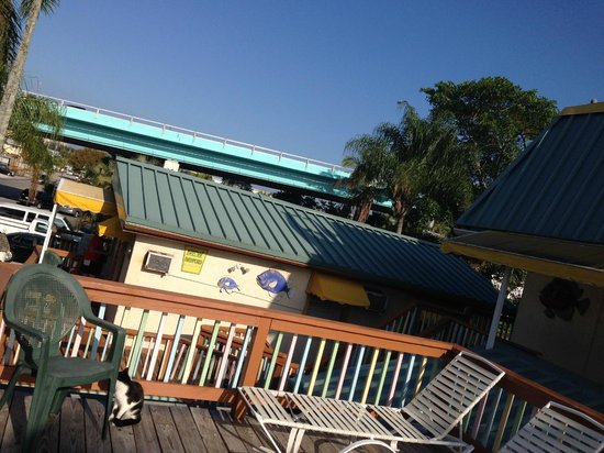 Sun Deck Inn & Suites: Outside