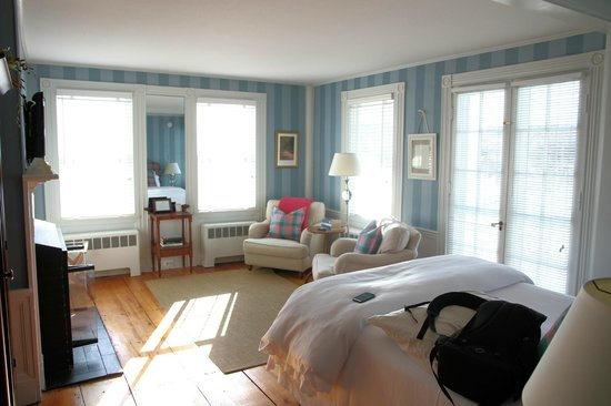 Chatham Gables Inn: afternoon sun streaming in the room