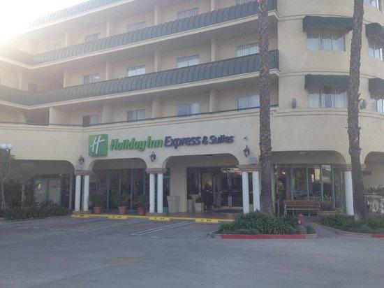 Holiday Inn Express Hotel & Suites Pasadena Colorado Blvd. : Hotel front