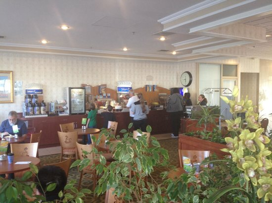 Holiday Inn Express Hotel & Suites Pasadena Colorado Blvd. : Dining area