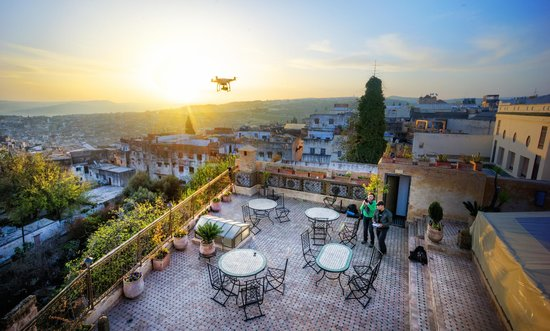 Ryad Alya : Another view of the terrace (with a Quadcopter taking photos!)