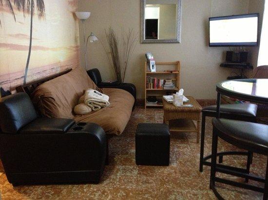 Coqui del Mar Guest House: Living room