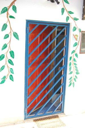 Villas de la Selva: Steel gate on door