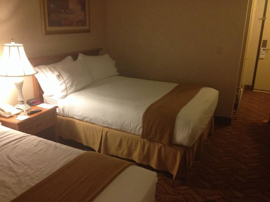 Holiday Inn Express Hotel & Suites Pasadena Colorado Blvd. : Room