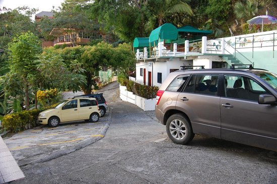 Villas de la Selva: View of parking lot - pool is to the right of the parking area