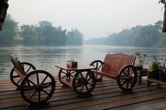 River Kwai Jungle Rafts Resort: перед номером