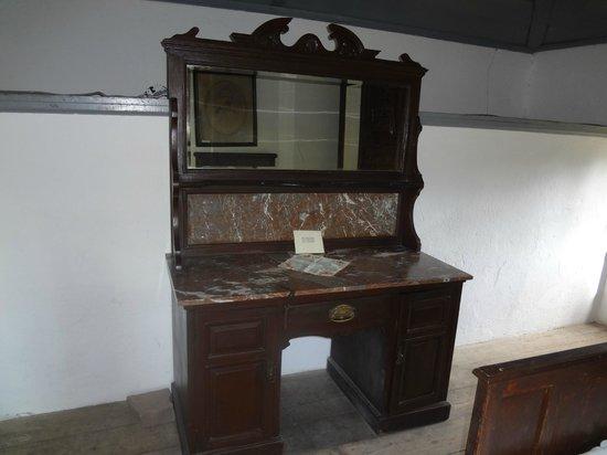 Museo Posta del Chuy: Antigua cómoda de dormitorio.