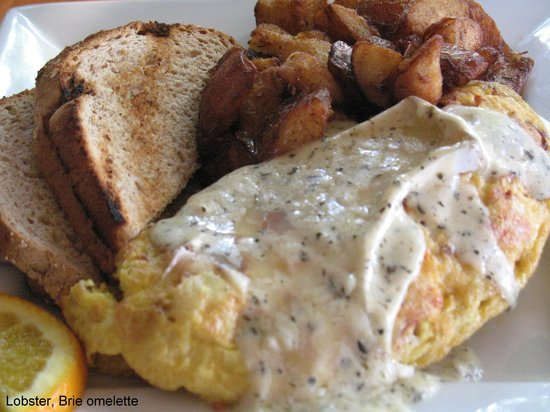 Fish Tails Bar and Grill : Lobster & Brie Omelette