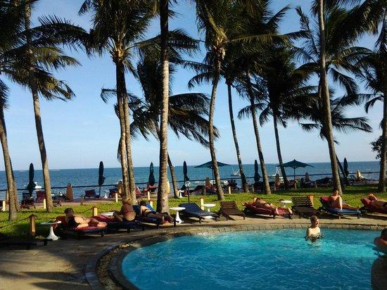 Bamburi Beach Hotel: ved poolen
