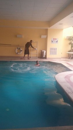 La Quinta Inn & Suites Newark - Elkton: The pool
