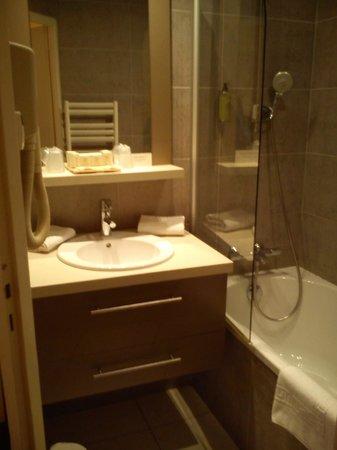 Hôtel Le Trophée : Salle de bains