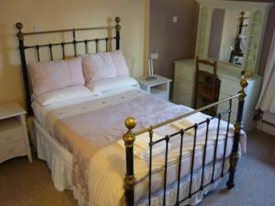Tower View Hostel: Deluxe Single / Double Private Ensuite (1 or 2 Guests)