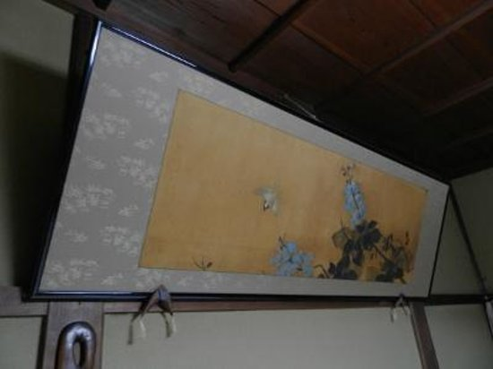 Kaikaro: 客室に額絵が掲げられている時点で民宿のレベルを凌駕しています