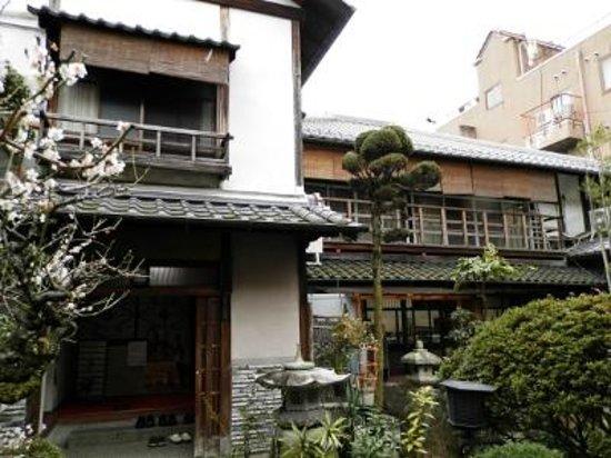 Kaikaro: 入口近辺の風景。なかなか風格のある佇まいです