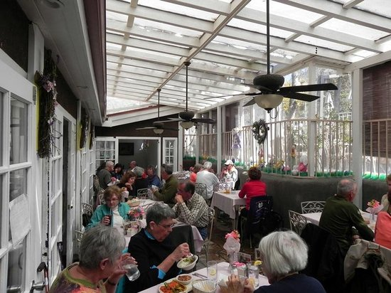 Rancho de Chimayo Restaurante: Sunroom Dining