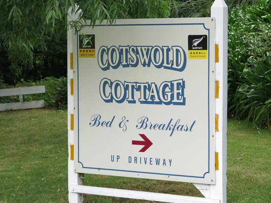 Cotswold Cottage: Sign at entrance