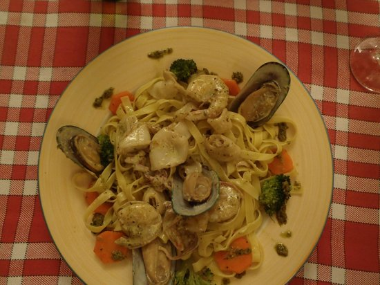 Mama Pizza: Seafood linguine