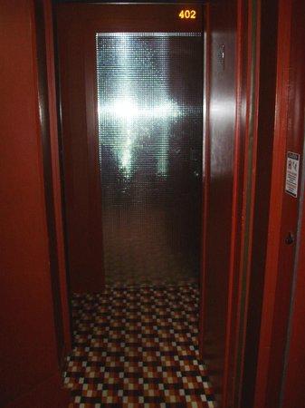 Five Hôtel : L'ingresso della stanza