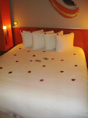 The Five Hotel: Il letto al nostro arrivo