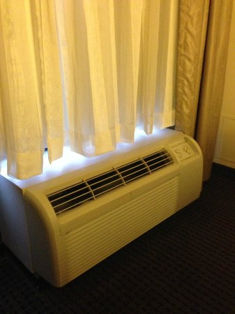 Holiday Inn Express & Suites: Loud AC