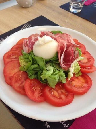 La Fee Gourmande: tomate grappe de provence, burrata, coppa