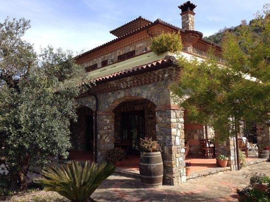 Agriturismo Il Mulino: Il porticato esterno