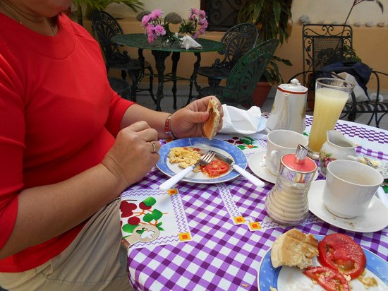 Casa Colonial La Terraza: Colorful breakfast and delicious pineapple juice