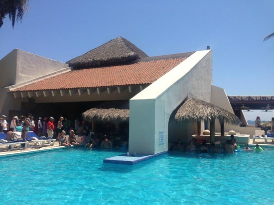 Park Royal Ixtapa: The pool bar