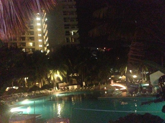 Park Royal Ixtapa: View of the pool area from the chill out lounge