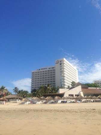 Park Royal Ixtapa: View of hotel from the beach