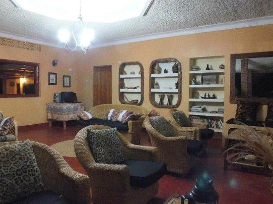Heritage Lodge - Habuharo Island: Reception and Lounge