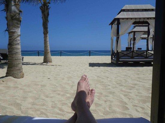 Hyatt Ziva Los Cabos: lounging on the beach Around the hotel Ziva