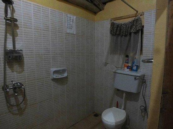 Heritage Lodge - Habuharo Island: Rest of Bathroom.
