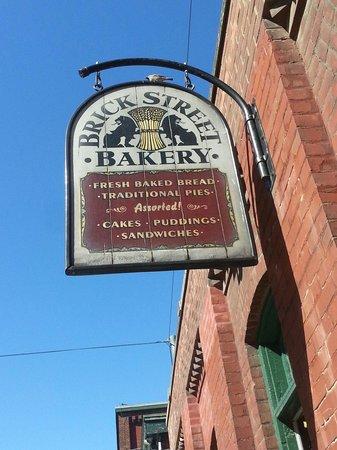 Distillery Historic District : Onunde oturulup kahve keyfi yapabileceginiz bir dukkan...