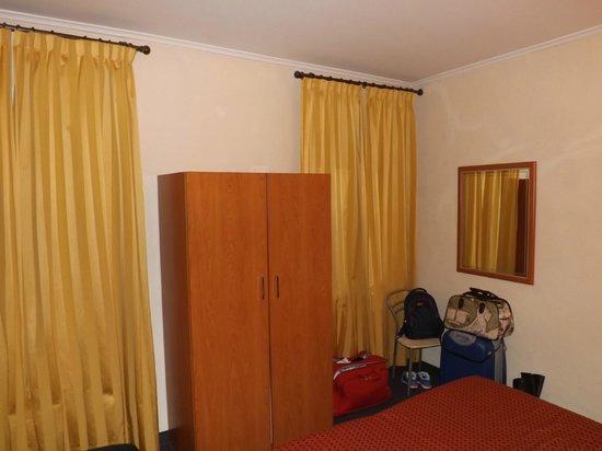 Hotel Montreal: Quarto