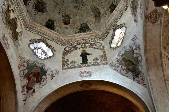 Mission San Xavier del Bac: Mission interior