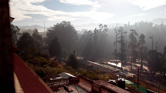 Hotel Darshan Ooty: Early Morning From The 6th Floor
