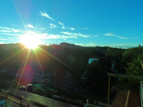 Hotel Darshan Ooty: Sunrise From The Hotel Room