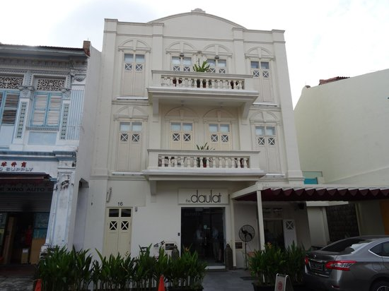 The Daulat Hotel: Front of hotel