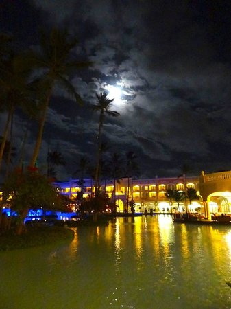 Iberostar Grand Hotel Bavaro: The resort is just as amazing at night!