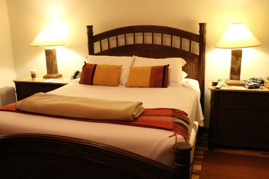 Tierra Viva Cusco Plaza: Queen bed in the double superior