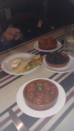 Malaga Tapas: A few wee dishes, a great start. To our meal all good