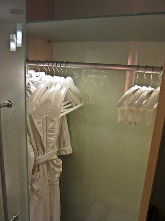 Le Meridien Vienna: Closet, Le Meridien, Vienna  Austria