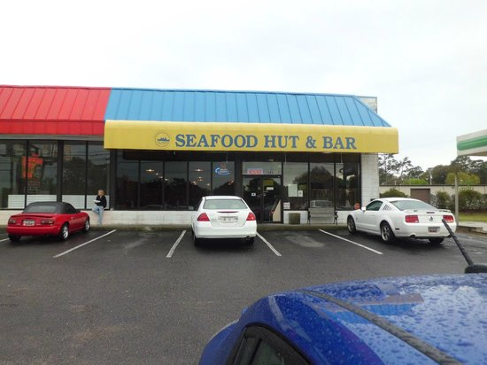 Good Fellas Seafood Hut & Bar: Don't judge a book by its cover!