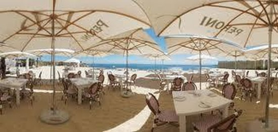 Grand Africa Cafe & Beach: Covered beach seating